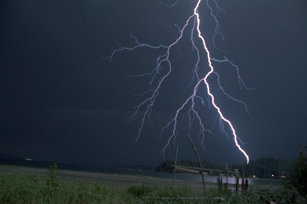 Lightning at Home, Washington